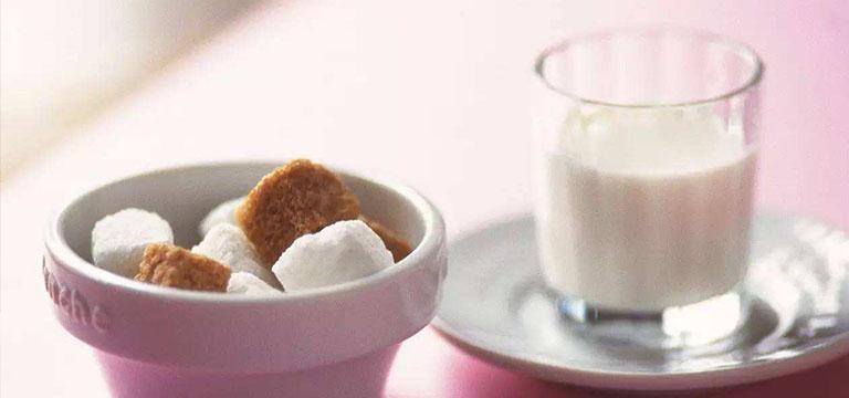 煮牛奶加糖对营养影响介绍